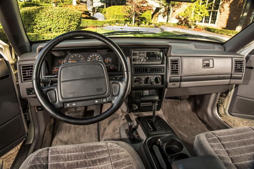Jeep Grand Cherokee 1 поколение ZJ интерьер