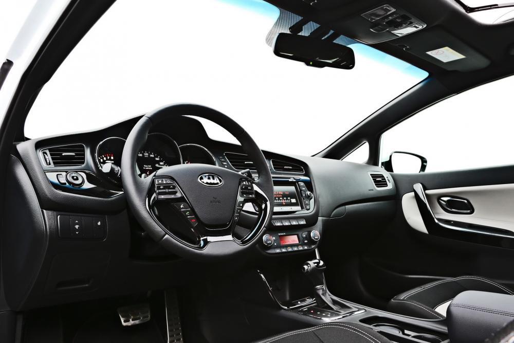 Kia Cee'd Pro_cee'd хетчбэк 3-дв. 2 поколение интерьер