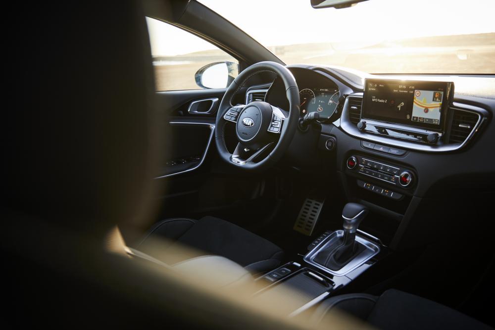 Kia Cee'd 3 поколение (2018) ProCeed универсал 5-дв. интерьер
