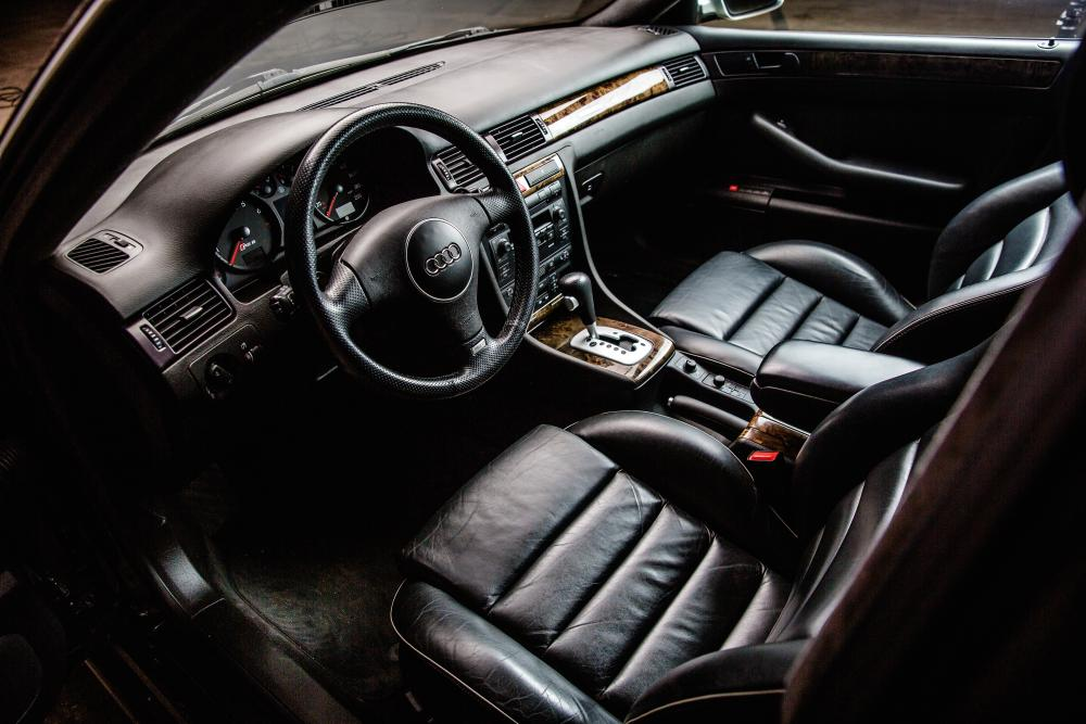 Audi RS 6 C5 (2002-2004) Седан интерьер