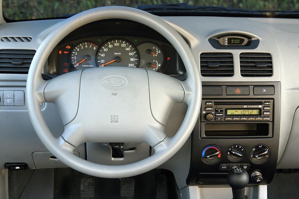 Kia Rio 1 поколение рестайлинг интерьер