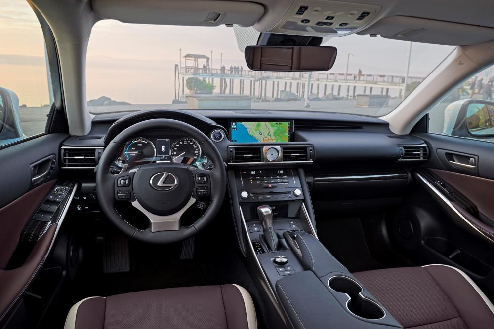 Lexus IS 3 поколение XE30 рестайлинг интерьер