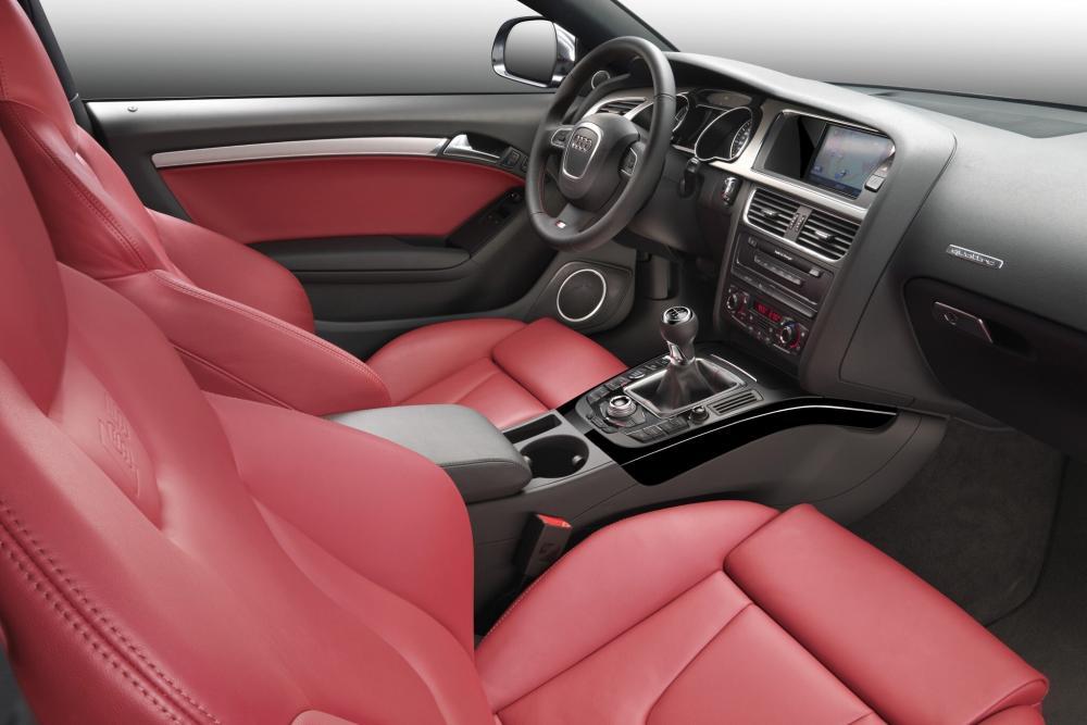 Audi S5 1 поколение 8T Купе интерьер