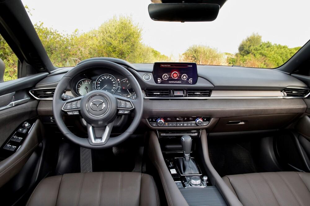 Mazda 6 3 поколение GJ [2-й рестайлинг] (2017) Универсал интерьер