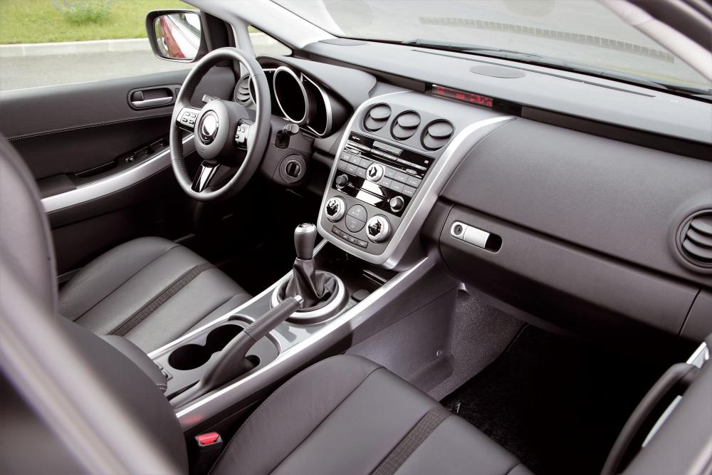 Mazda CX-7 1 поколение Кроссовер интерьер