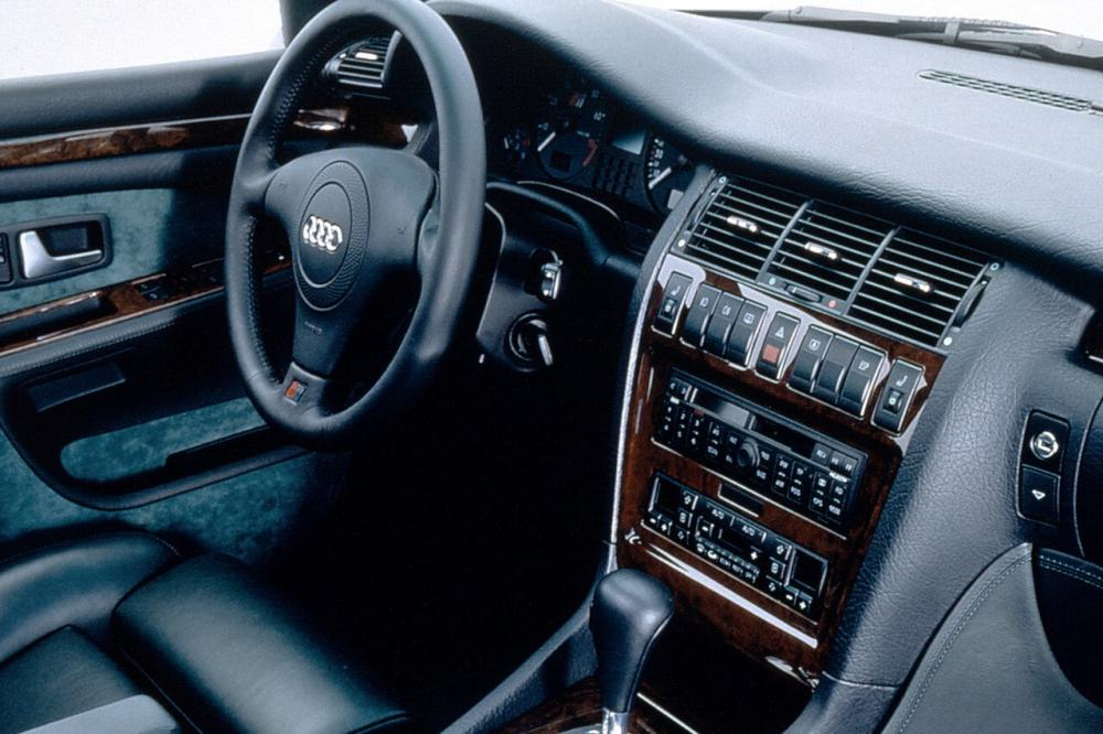 Audi S8 D2 (1996-2002) Седан интерьер