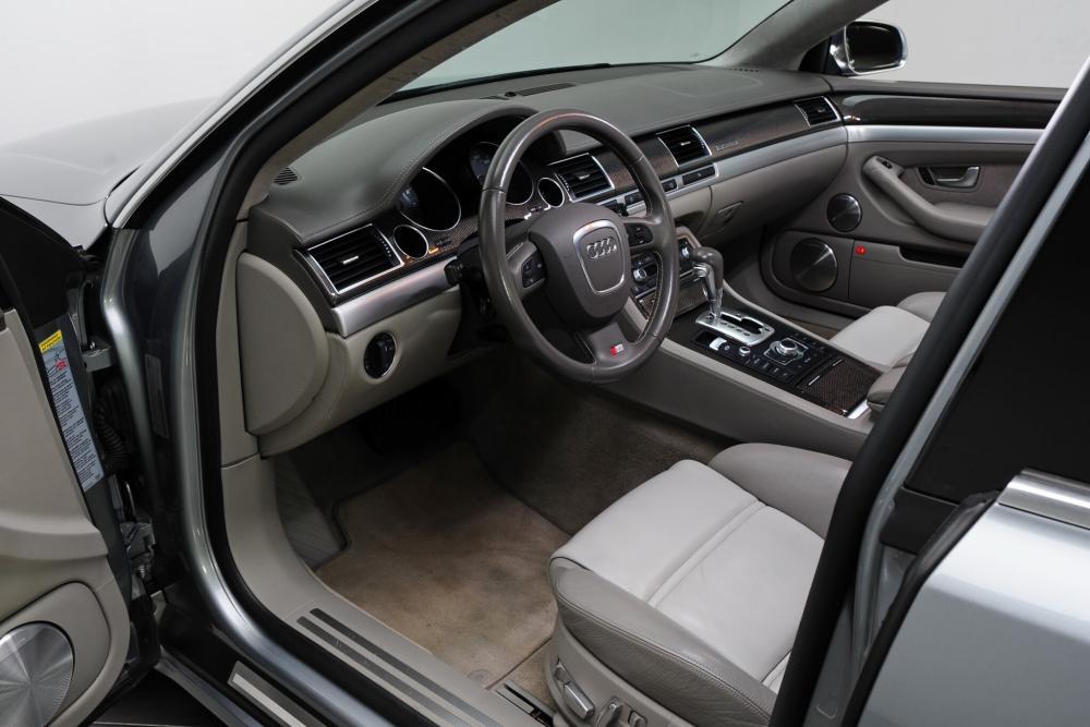 Audi S8 D3 рестайлинг (2005-2011) Седан интерьер
