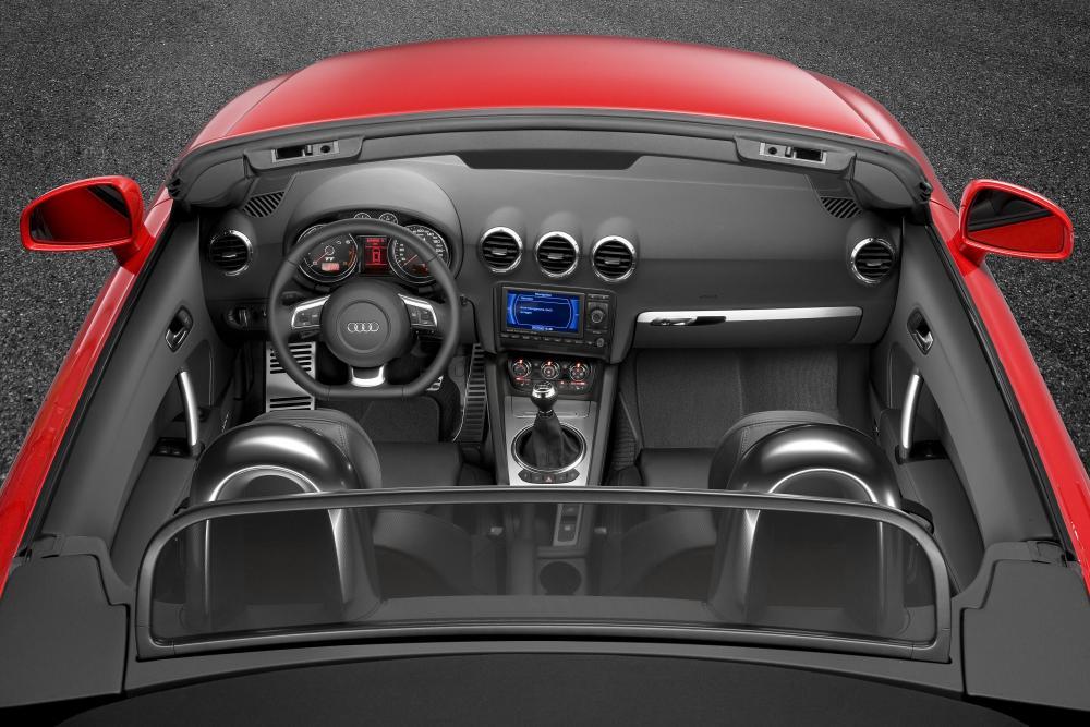 Audi TT Roadster 2 поколение 8J (2007-2010) интерьер