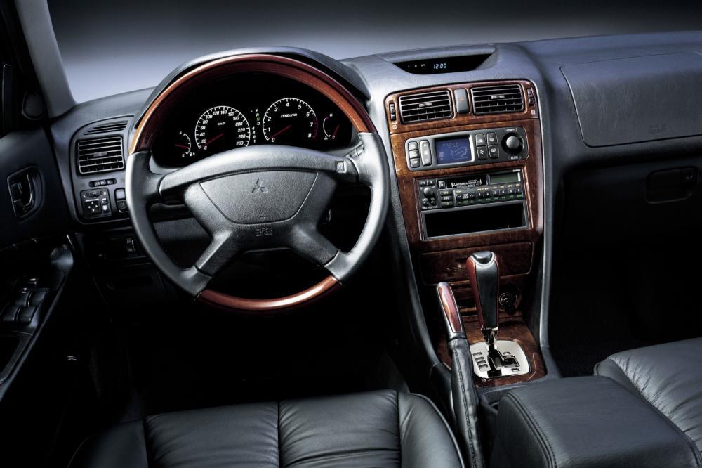 Mitsubishi Galant 8 поколение Седан интерьер