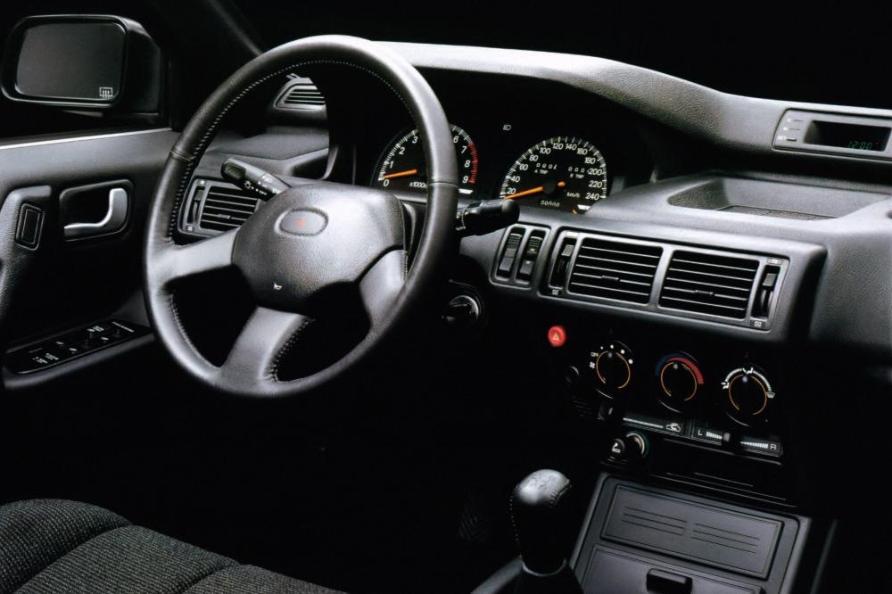 Mitsubishi Galant 6 поколение Хетчбэк интерьер