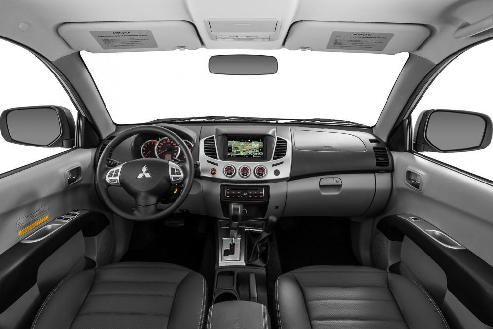 Mitsubishi L200 4 поколение 2-й рестайлинг интерьер