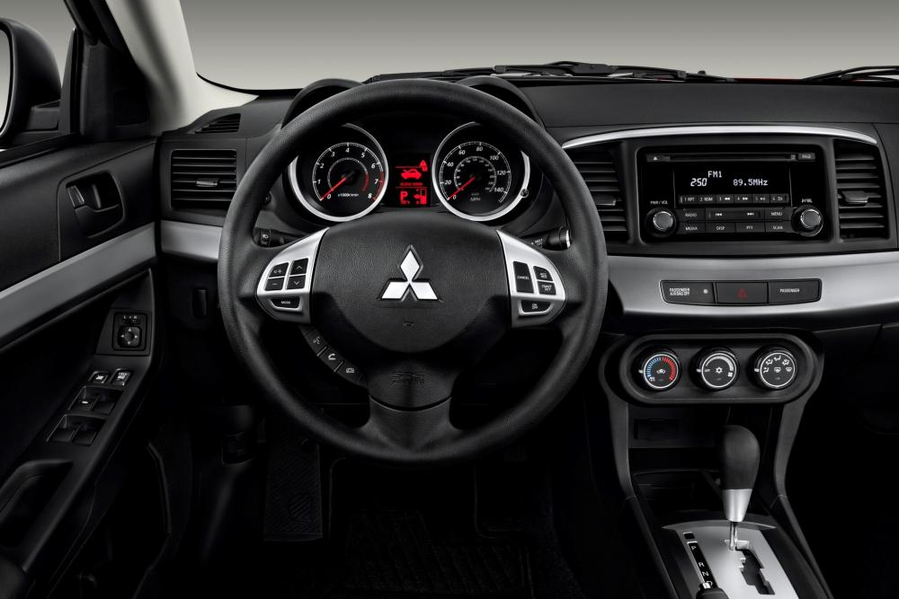 Mitsubishi Lancer X рестайлинг Седан 4-дв. интерьер