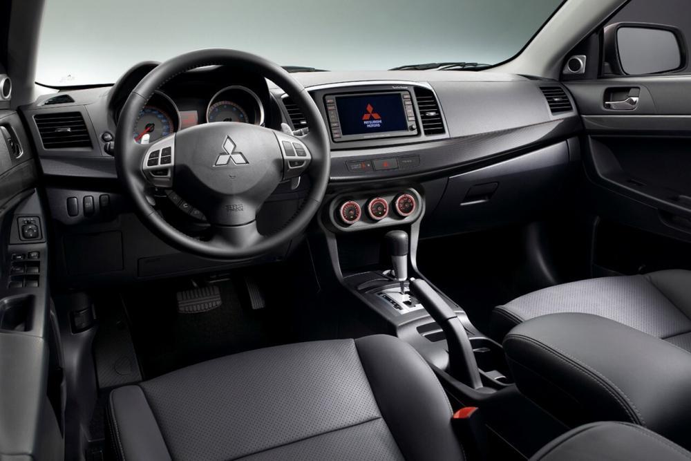 Mitsubishi Lancer X седан 4-дв. интерьер