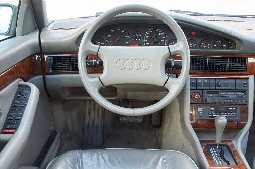 Audi V8 1 поколение (1988-1994) Седан интерьер