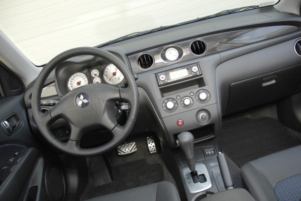 Mitsubishi Outlander 1 поколение интерьер