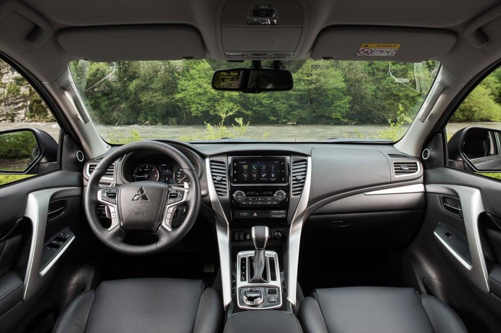 Mitsubishi Pajero Sport 3 поколение интерьер