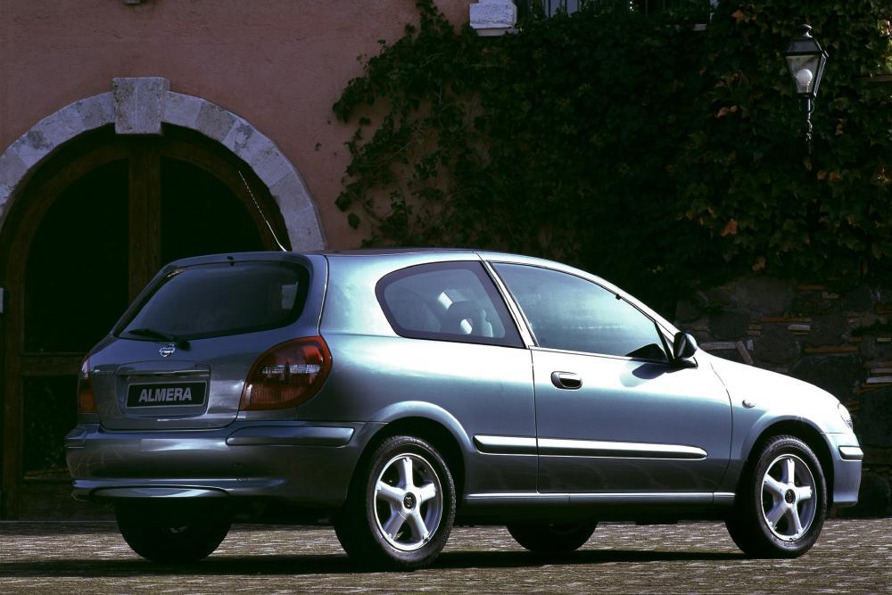 Nissan Almera 2 поколение N16 Хетчбэк 3-дв.