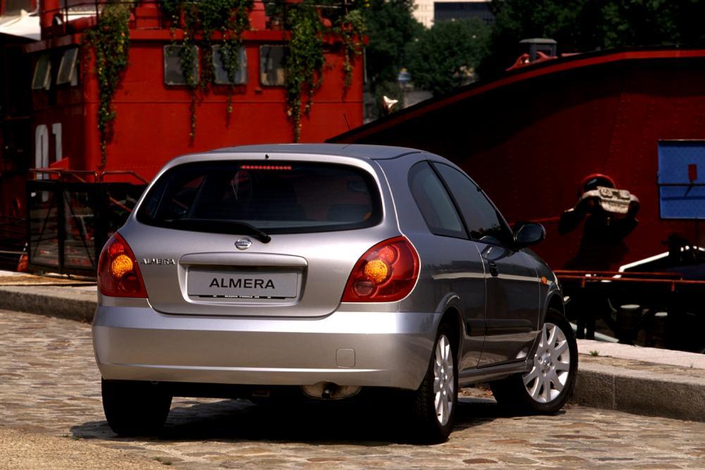 Nissan Almera N16 2 поколение рестайлинг Хетчбэк 3-дв.