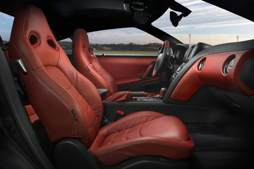 Nissan GT-R R35 [рестайлинг] (2010-2013) Купе 2-дв. интерьер