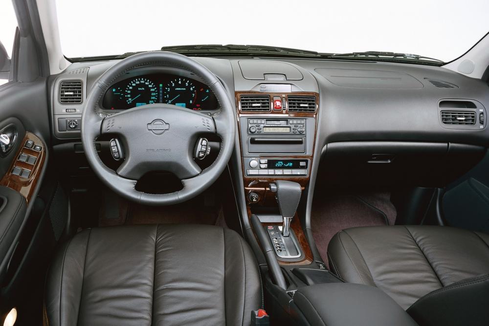 Nissan Maxima 5 поколение A33 (2000-2005) Седан интерьер