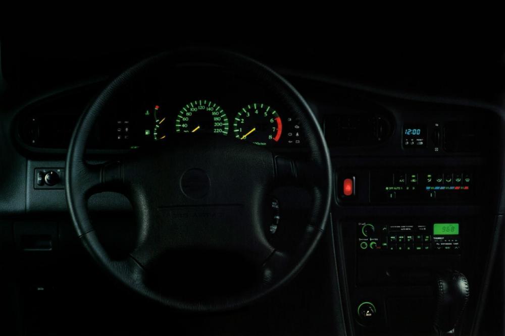 Nissan Maxima J30 (1988-1994) Седан интерьер