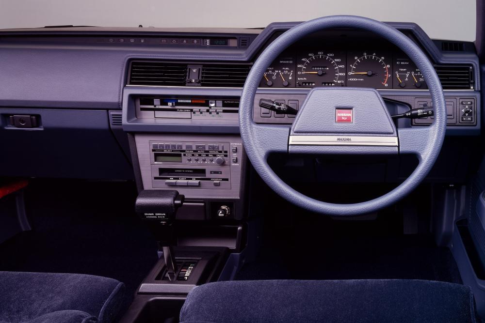 Nissan Maxima U11 (1984-1988) Седан интерьер