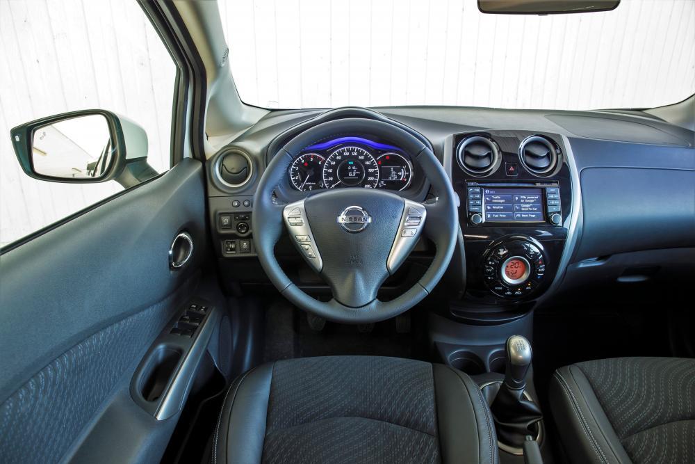 Nissan Note E12 (2013-2018) Хетчбэк интерьер