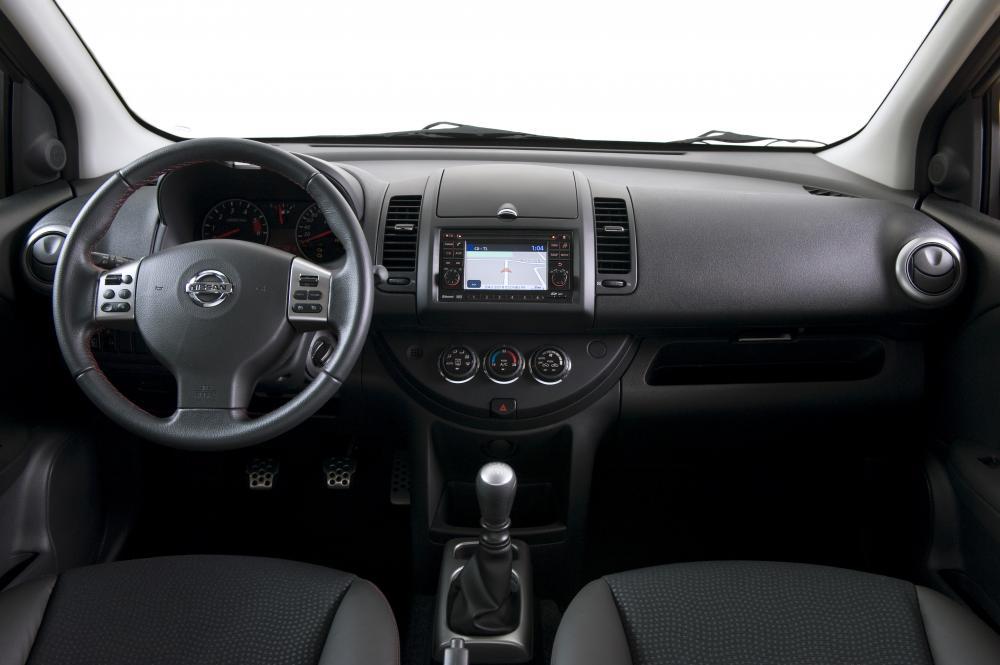 Nissan Note 1 поколение E11 [рестайлинг] (2009-2014) Хетчбэк интерьер