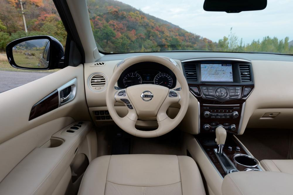 Nissan Pathfinder 4 поколение R52 интерьер