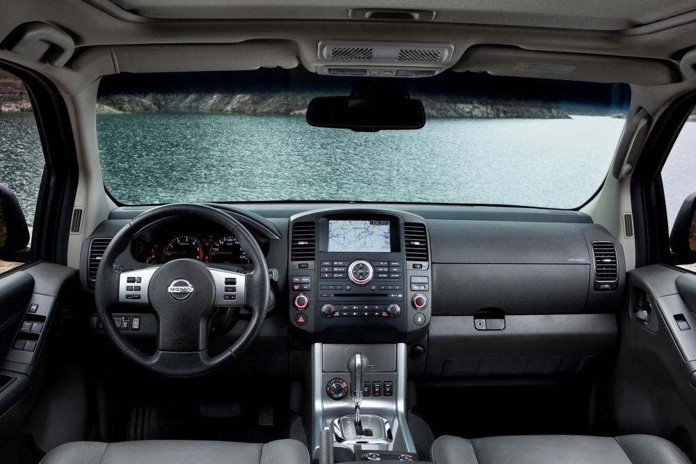 Nissan Pathfinder 3 поколение R51 рестайлинг интерьер