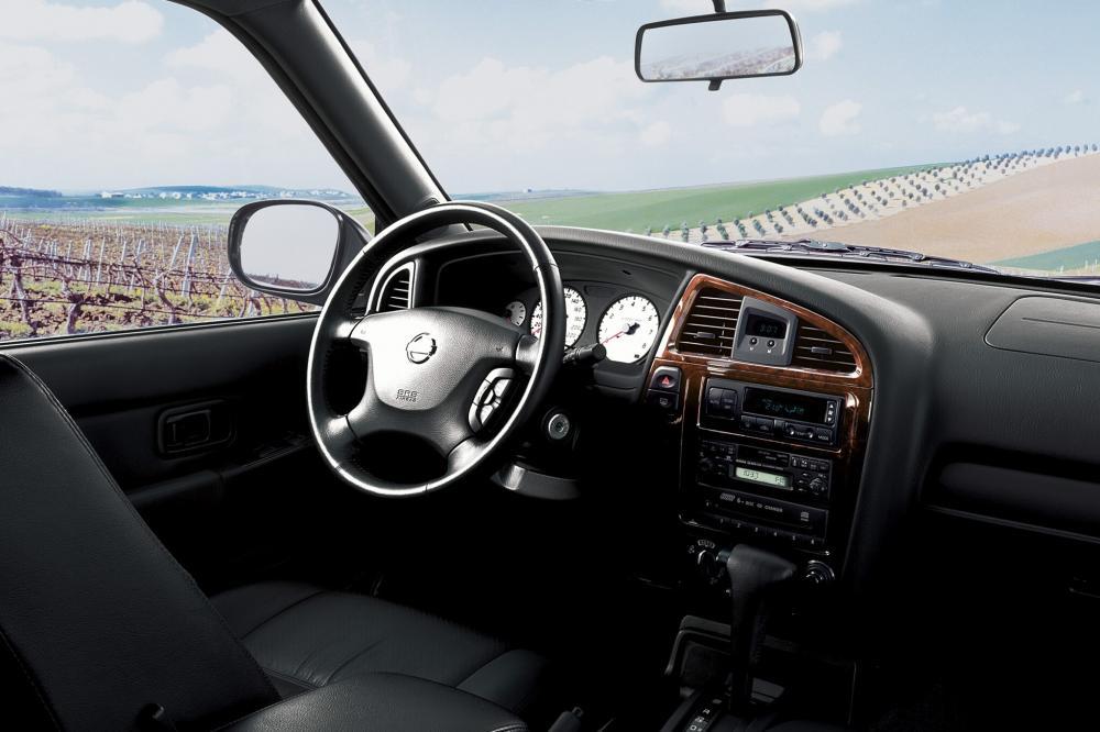 Nissan Pathfinder 2 поколение R50 рестайлинг интерьер