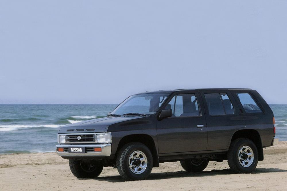 Nissan Pathfinder 1 поколение WD21 Внедорожник 5-дв.