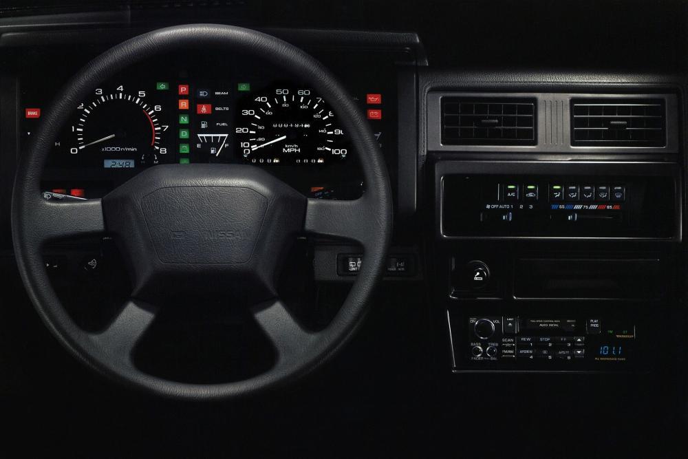 Nissan Pathfinder 1 поколение WD21 Внедорожник 5-дв. интерьер