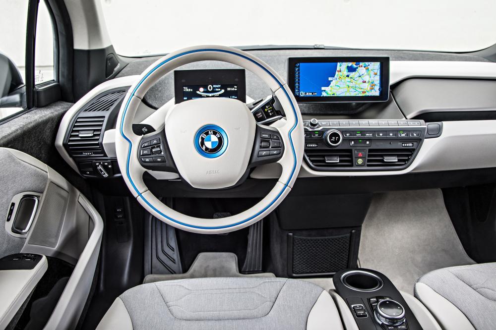 BMW i3 1 поколение I01 (2013-2018) Хетчбэк интерьер