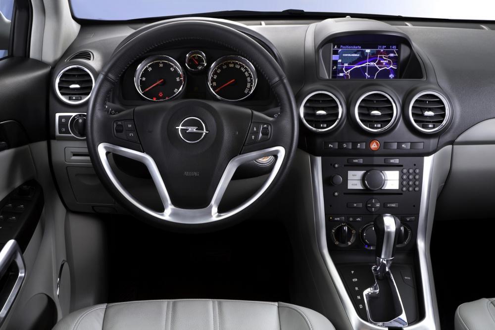 Opel Antara 1 поколение рестайлинг (2011-2015) Кроссовер интерьер