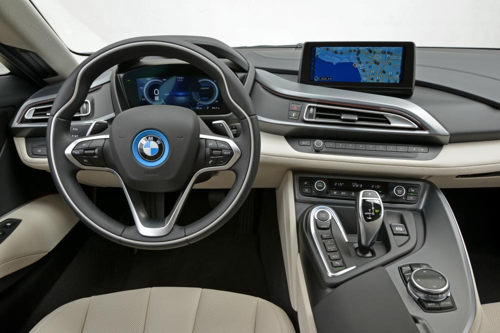 BMW i8 1 поколение I12 (2013-2017) Купе интерьер