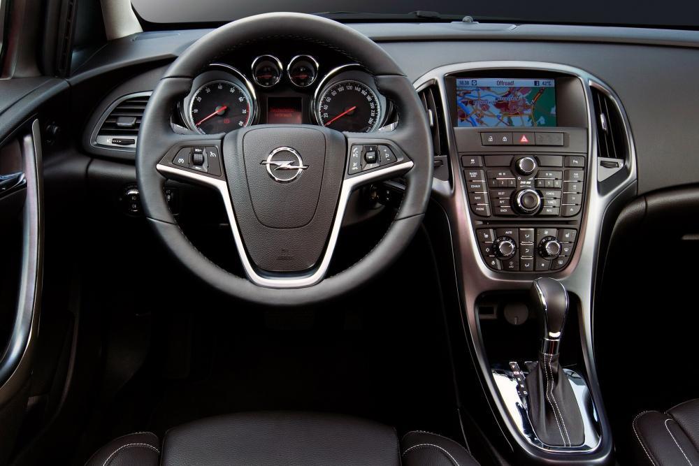 Opel Astra J [рестайлинг] (2011-2018) Sports Tourer универсал 5-дв. интерьер