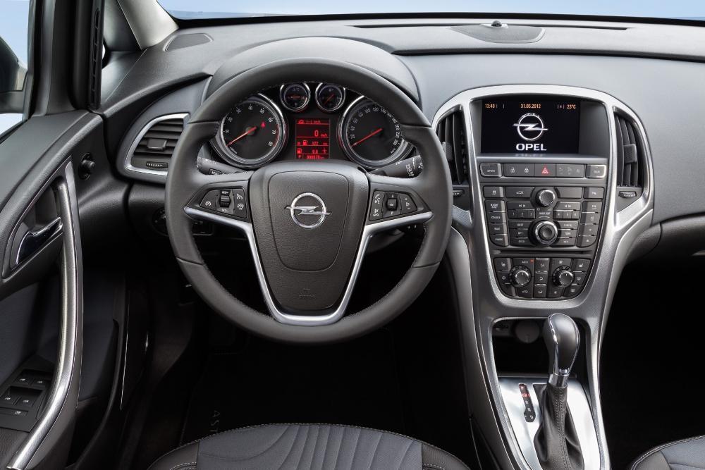Opel Astra J [рестайлинг] (2011-2018) Седан интерьер