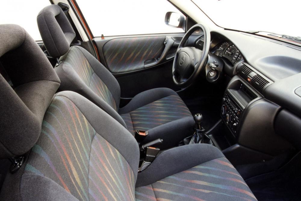 Opel Astra 1 поколение F [рестайлинг] (1994-1998) Хетчбэк 3-дв. интерьер