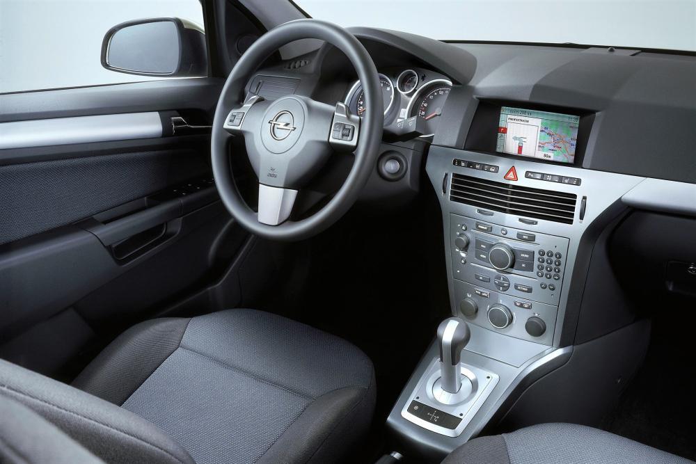 Opel Astra H Универсал интерьер