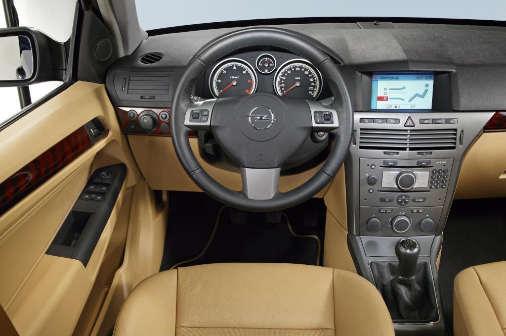 Opel Astra H (2004-2007) Хетчбэк интерьер