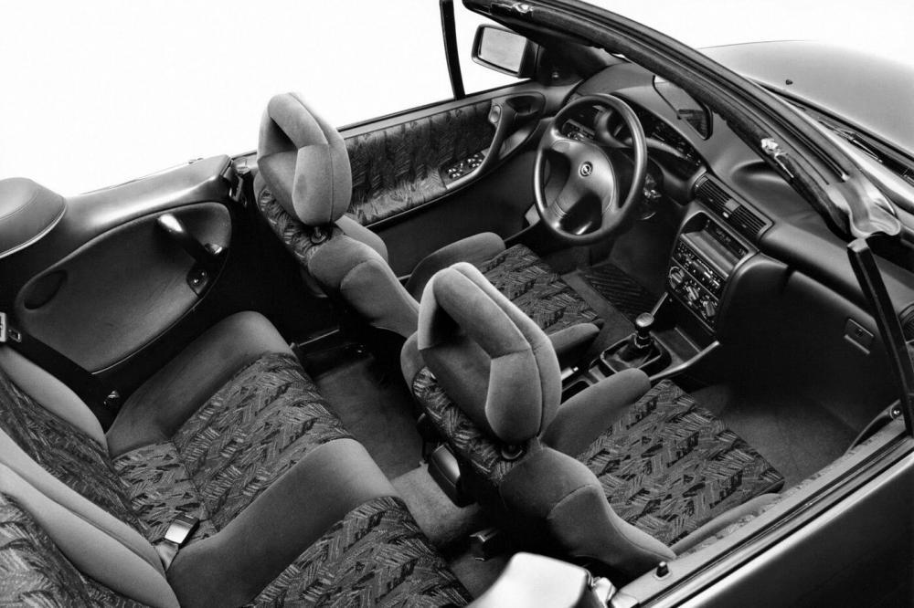 Opel Astra 1 поколение F (1993-1994) Кабриолет интерьер