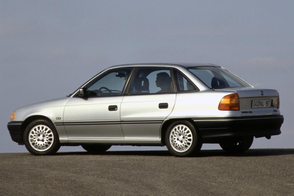 Opel Astra 1 поколение F (1992-1994) Седан