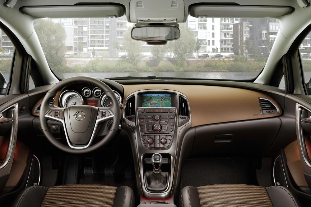 Opel Astra J (2009-2012) Sports Tourer универсал интерьер