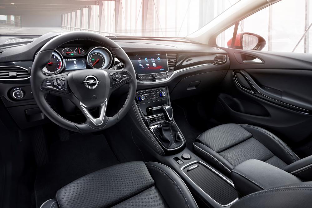 Opel Astra K (2015-2018) Хетчбэк интерьер