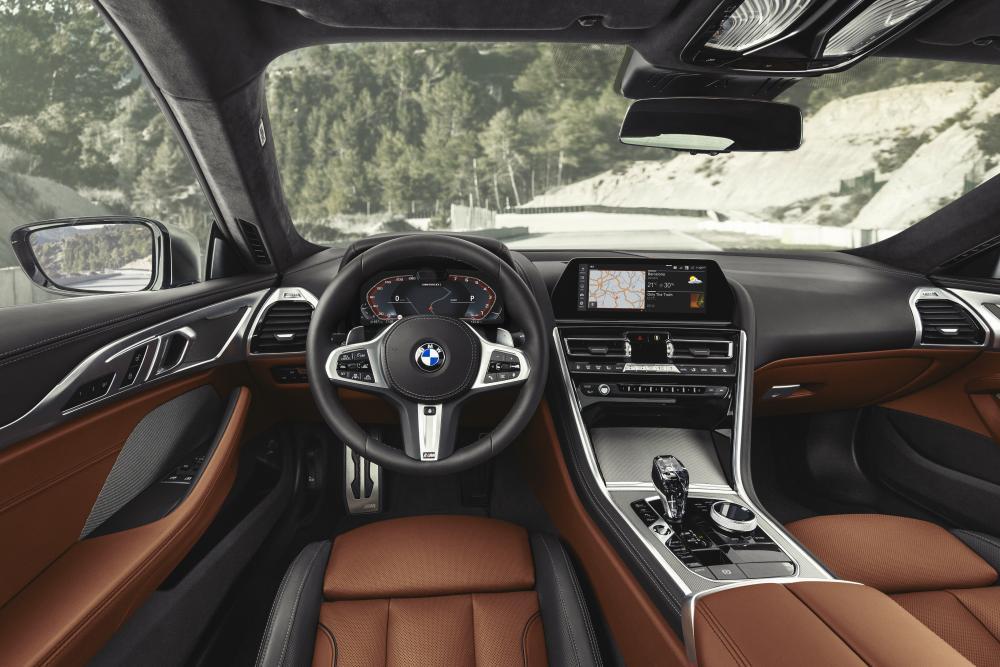 BMW 8 серия 2 поколение G15 (2018) Купе интерьер