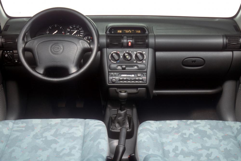 Opel Corsa B [рестайлинг] (1997-2000) Хетчбэк 3-дв. интерьер