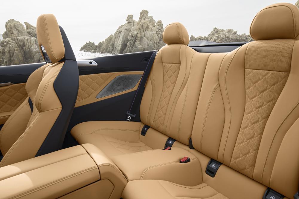 BMW M8 F91 (2019) Кабриолет интерьер