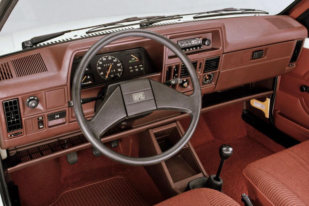 Opel Corsa 1 поколение A (1982-1987) Хетчбэк 3-дв. интерьер