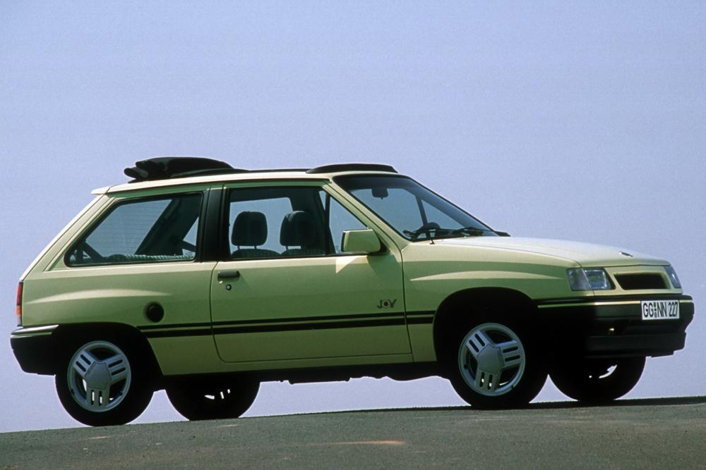 Opel Corsa 1 поколение A [2-й рестайлинг] (1990-1993)